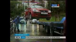 В Сочи женщина не дала эвакуатору увезти ее машину(, 2015-04-10T07:12:05.000Z)
