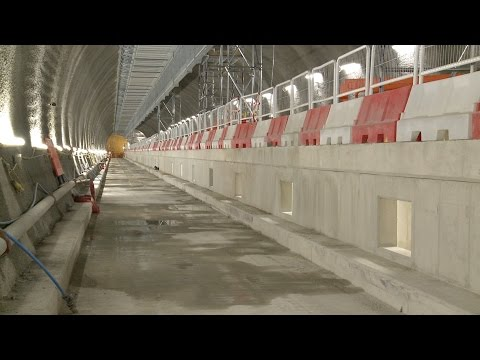 Crossrail Engineering: Station platform construction