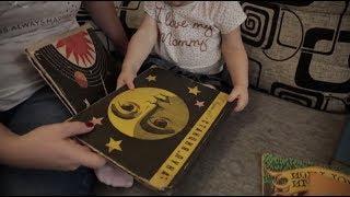 Берегите книги: жительница Саратова ищет владельца выброшенного редкого издания французских сказок