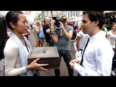 AMS Street Magic – Trying to con Singapore Girls.