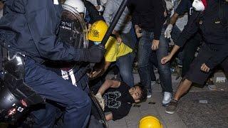 Người biểu tình Hong Kong đụng độ cảnh sát
