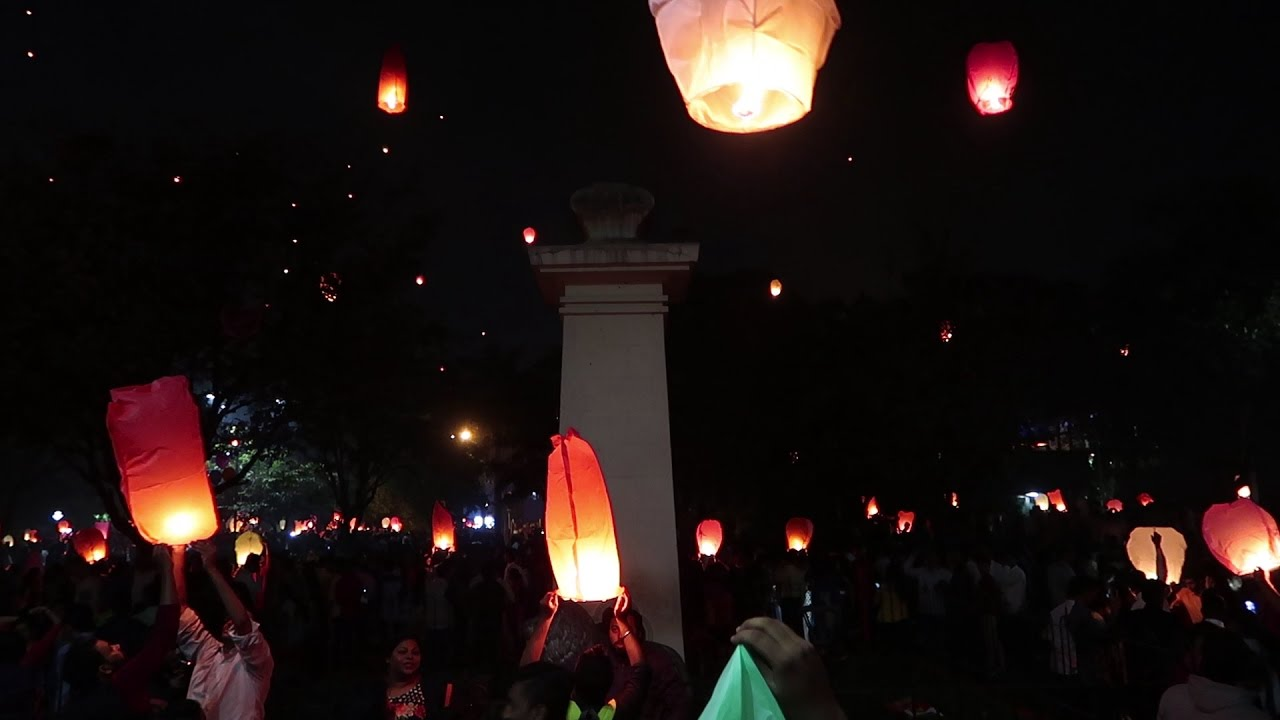 LIGHTING OF THE LANTERNS IN DIWALI : lighting of the lanterns - azcodes.com
