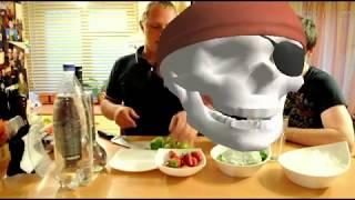 Как приготовить мохито и салат Цезарь(Видео-рецепт как приготовить мохито, клубничный мохито, безалкогольный мохито и салат Цезарь по классическ..., 2013-05-20T17:05:45.000Z)