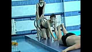 Как правильно плавать в бассейне и возле него.wmv