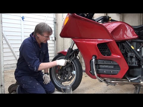 Renewing the motorbike brake fluid