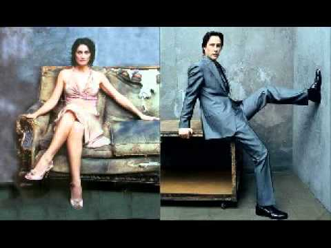 Keanu and Carrie (mientes tambien-sin bandera)