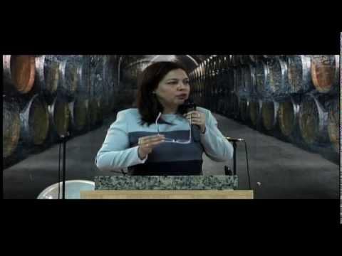 Como a vaso mas frágil - Pastora Carolina de Noguera