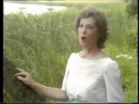 Mary O'Hara - Down by the Salley Gardens
