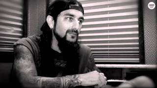 mike portnoy talks with sabian at the uproar tour