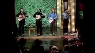 luke kelly and the dubliners   never wed an old man BBC wheeltappers and shuntrers social club 1977