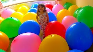 Kids play with color balloons. Learn colors with balloons!