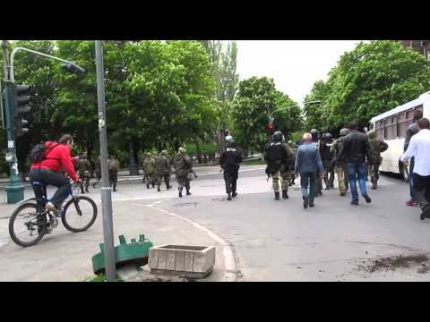 ⚡ Ukraine war 2014 - Mariupol - May 9th - Ukrainian Soldiers Shoot Man ⚡