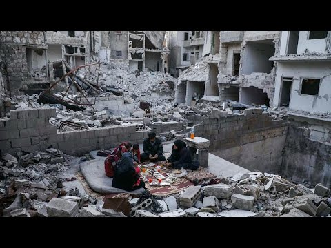 Suriye'de enkazda iftar sofrası: