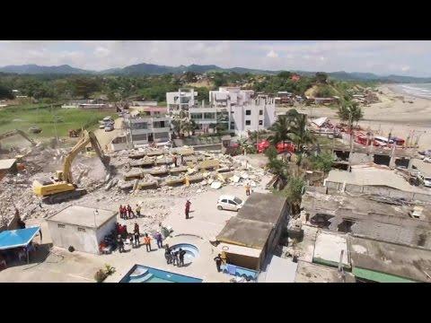 Exclusivo: las tareas de rescate en Ecuador, a vista de drone
