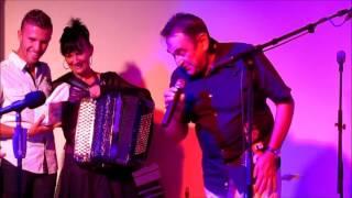 Séquence émotion au LOOPING: Stéphanie RODRIGUEZ retrouve son chanteur et ami, Roland MAMMOLITI.