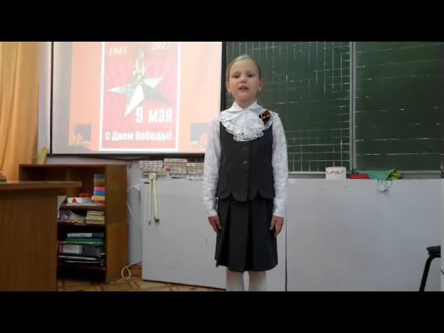 Изображение предпросмотра прочтения – ВероникаЕгирева читает произведение «День Победы - это праздник!» Е.Ю.Шаламоновой