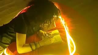 Chị Huyền Chi ký tặng page