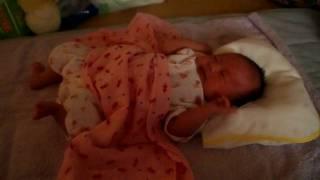 002_生後1ヶ月2日赤ちゃん 「ゆっく~りバタバタ、バタバタ」 1 month old baby thumbnail