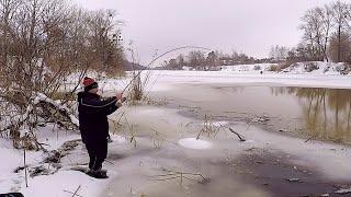 МОРМЫШКА ПОРВАЛА ОКУНЕЙ СПИННИНГ ТРЕЩИТ Ловля окуня зимой на спиннинг 2021 Рыбалка на окуня
