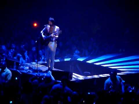 Biffy Clyro - Folding Stars (Simon Neil solo acoustic) at Wembley Arena.