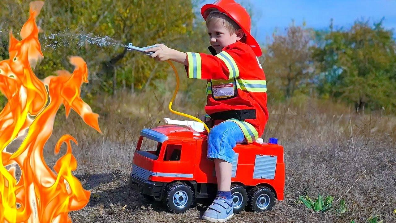 Пожарный Даник на Пожарной Машине тушит горящий замок   ВИДЕО ДЛЯ ДЕТЕЙ про Героя
