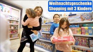 Weihnachtsgeschenke Shopping mit 3 Kindern 😍 Einkaufen im Spielzeuggeschäft! Mama VLOG | Mamiseelen