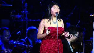 Download Video Andrea Bocelli & Dira Sugandhi.mp4 MP3 3GP MP4