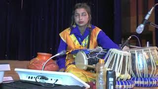 एक साथ 5 वाद्ययंत्र बजाने वाली लड़की