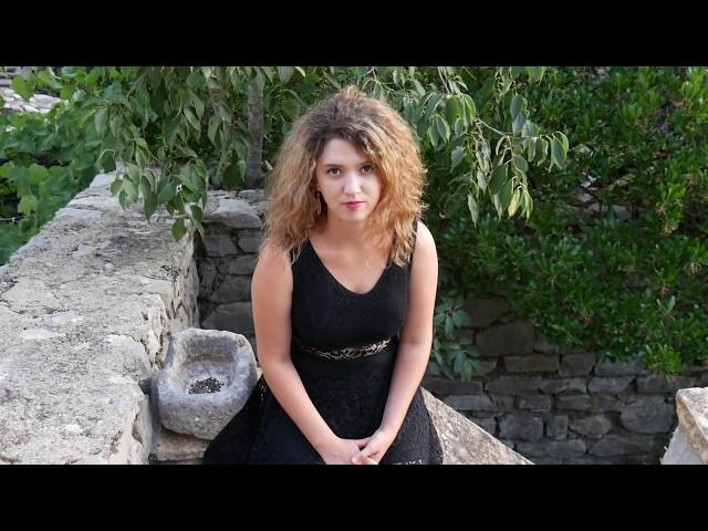 Eléonore Fourniau, El ediyi, ARGUVAN uzun hava, KLIP