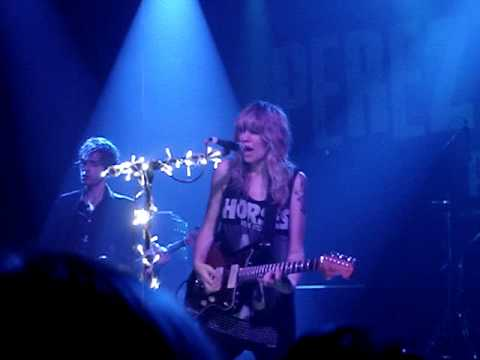 Ladyhawke - Better Than Sunday (live 16th Sept 2009 NYC)