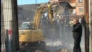 Arzano (NA) - Ruspe in azione contro l'abusivismo edilizio