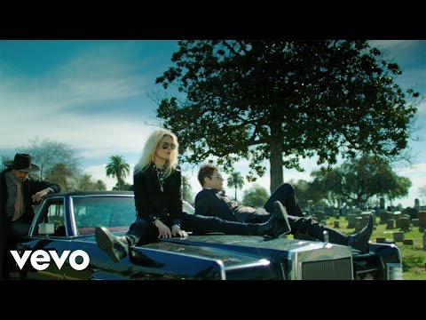 Клип The Kills - Doing It To Death