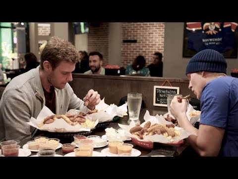 Laine and Barkov go to town on Finnish chicken wings