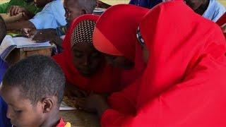 Kenya: mariée à 13 ans, Halima fuit la tradition grâce à l'école