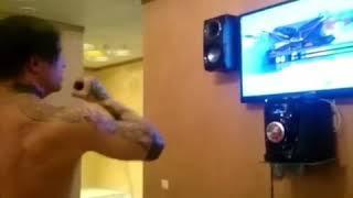 Alex Terrible sings in karaoke (Шиколай зеленоглазое такси)