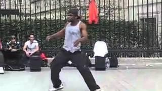 Скачать Шикарный танец негра на улице Парижа