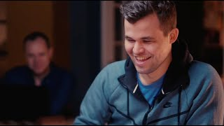 Magnus Carlsen Plays Speed Chess while Answering Questions