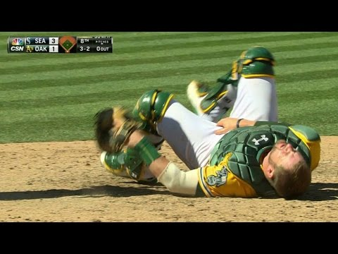 SEA@OAK: Vogt exits after getting hit with foul tip