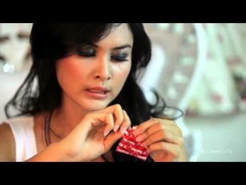 Hot Sexy Dancer Audrey June Cara Memakai Kondom