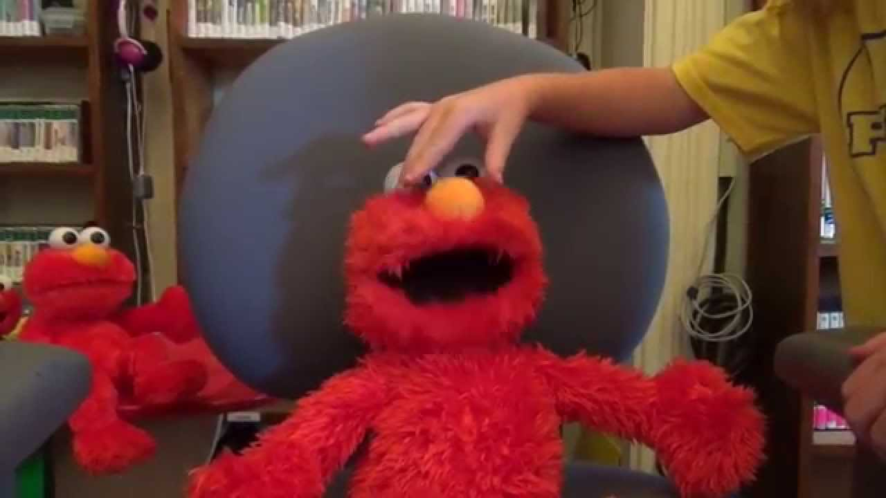 play all day elmo from hasbro what it does how it works youtube rh youtube com Elmo Live Encore Elmo Knows Where You Live