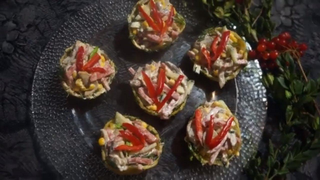 Новогодний салат в сырных корзиночках