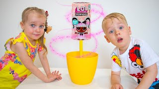 Alex y Gaby juegan con juguetes mágicos