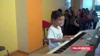 Sebastian Vizcaino (Piano)