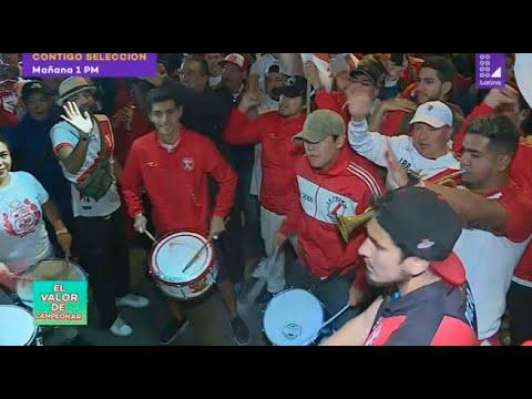 Mira el espectacular banderazo de los hinchas peruanos en Brasil en la previa de la final