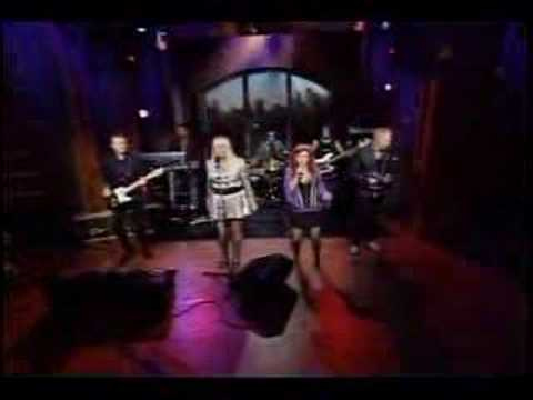 B-52's Juliet of the Spirits Live with Regis & Kelly