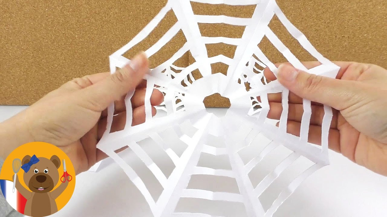 fabriquer des toiles d'araignée en papier | idée halloween avec des