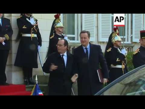 Hollande welcomes Cameron for bilateral talks