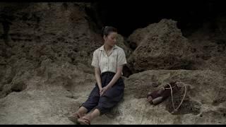 1945 年の沖縄。戦火から遠く離れた小島に渡り暮らし始めた 16 歳の少女...