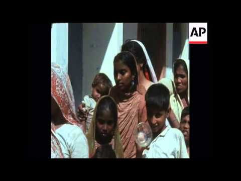 SYND 26/09/1969 MRS GANDHI VISITS RIOT VICTIMS