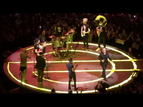 U2 and The Roots - &39;Angel of Harlem&39; - Madison Square Garden - NYC 72215